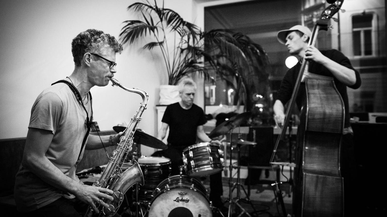Improvisation mit Saxophon / Foto Geert Vandepoele